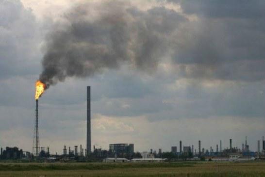 Prahovenii se plang din nou de gazele care ies de la rafinaria Lukoil