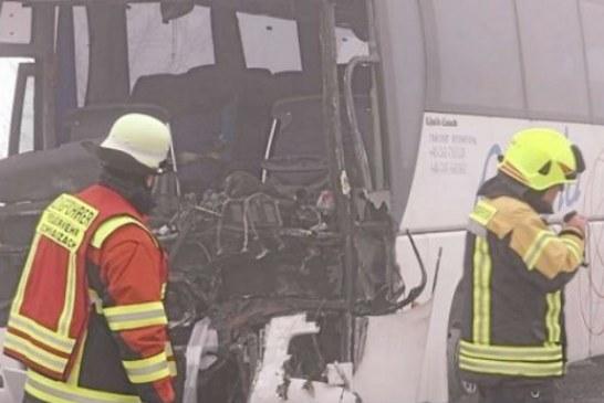 Prahova: Un sofer s-a electrocutat grav, dupa ce a intrat cu autocarul intr-un stalp electric (VIDEO)