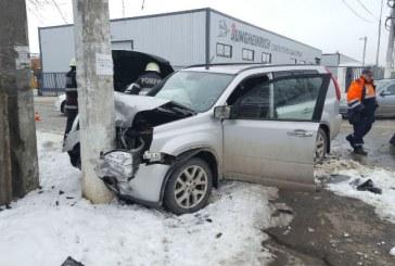 Accident la iesire din Ploiesti. Doua autoturisme s-au lovit la capatul podului de la Tatarani (FOTO)