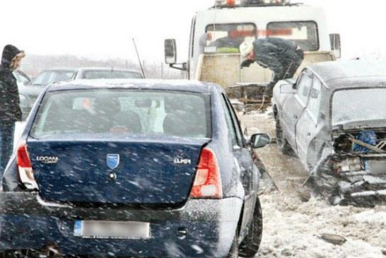 O ambulanta care s-a oprit sa acorde ajutor a provocat un ambuteiaj in lant pe DN1