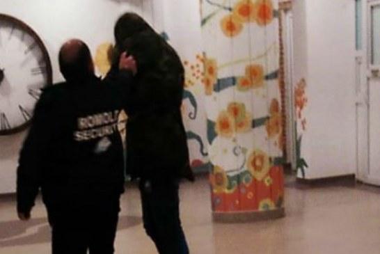 Comportament agresiv si jignitor al unui paznic de la Spitalul Municipal Campina (VIDEO)